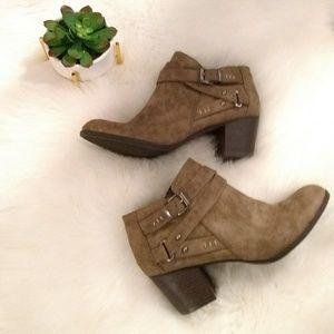 Indigo Rd sz 10 ankle boots gray